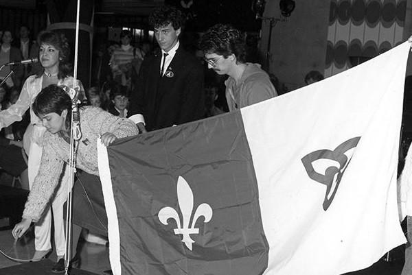 CROP_Premier levée du drapeau_1983