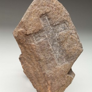 Cross carved in stone BeGx-1